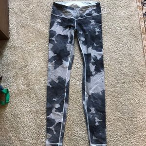 Lululemon  Wonder Unders grey size 6 great